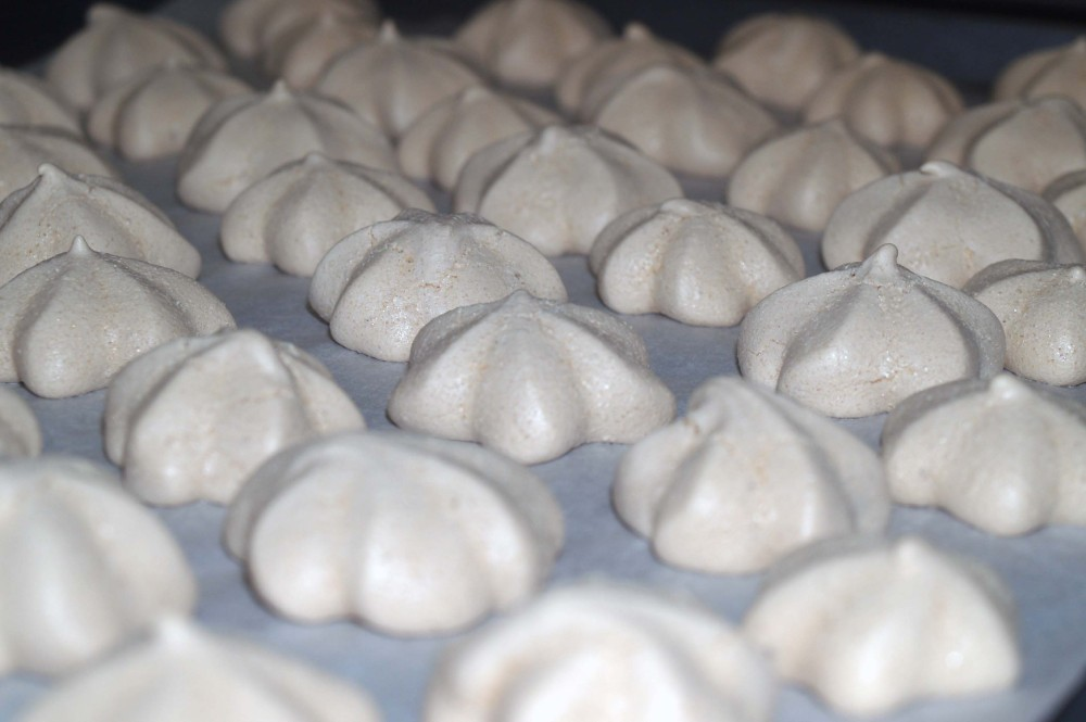 finished meringue cookies
