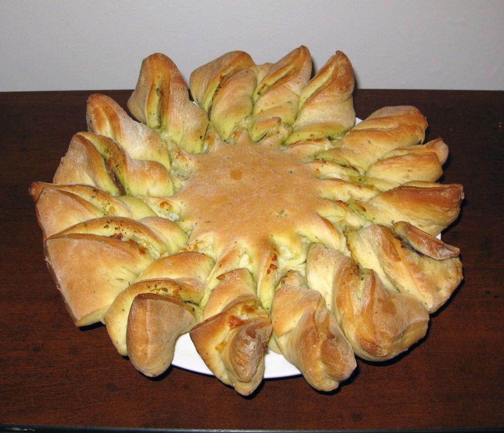 Pesto Pinwheel Bread 1