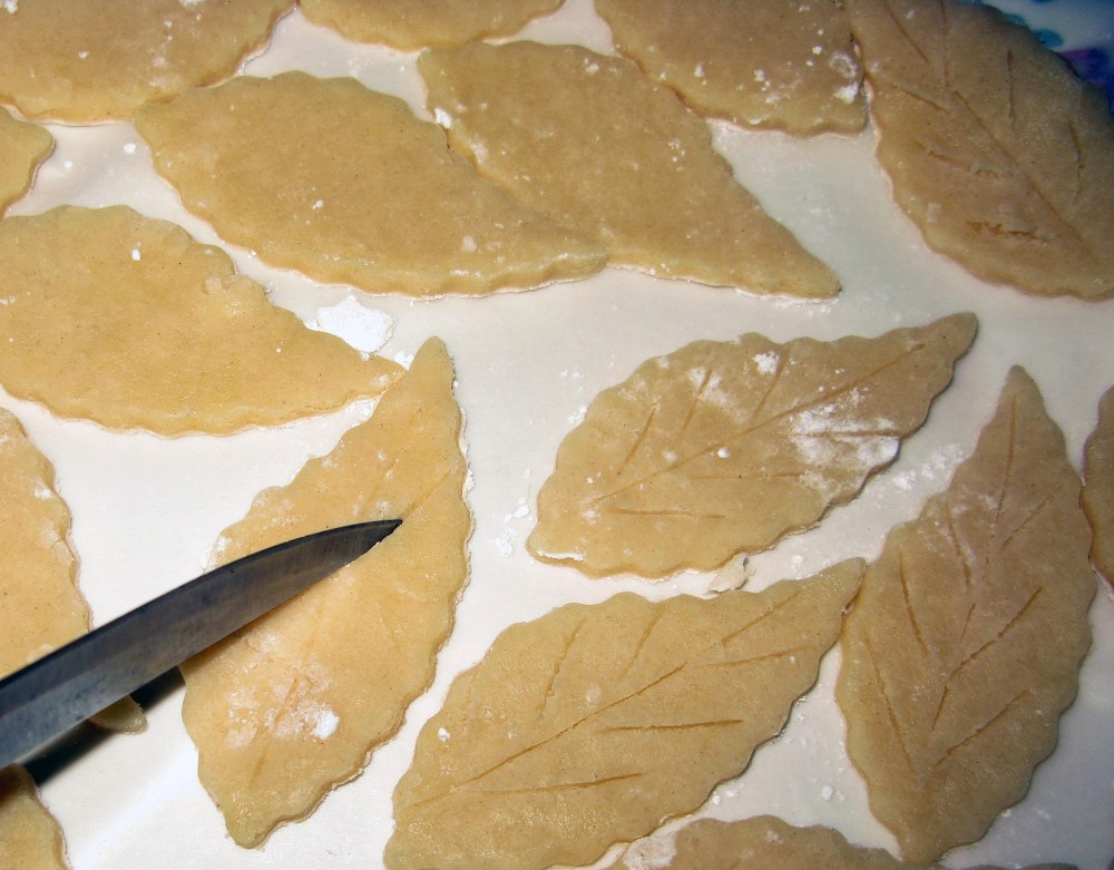 Pie Crust Leaves